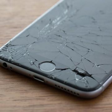 Треснувший экран iPhone